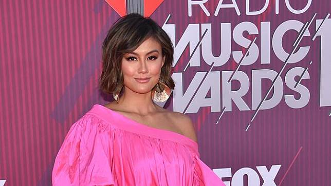 Agnez Mo Raih Piala iHeartRadio Music Awards 2019