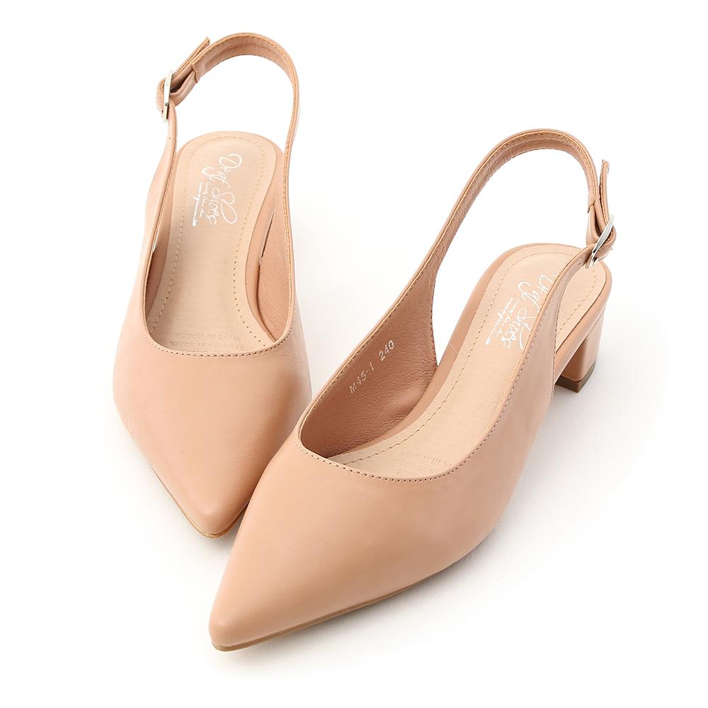 優雅的尖頭跟鞋穿起來真的超美! 多樣色系讓人每一色都好想擁有~ 簡單素雅的鞋面具有高度的實穿性 後空的設計兼具涼鞋與包鞋的優點 選用橡膠防滑底,具有超優的防滑效果 不但好穿好走,更是一年四季的百搭款