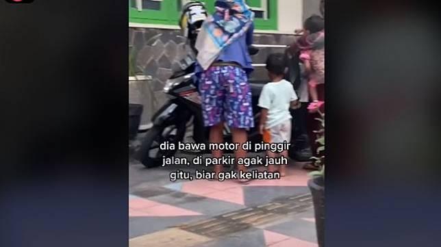 Aksi ibu-ibu minta takjil gratis dalam jumlah banyak (tiktok.com/@sinfoniadewii)