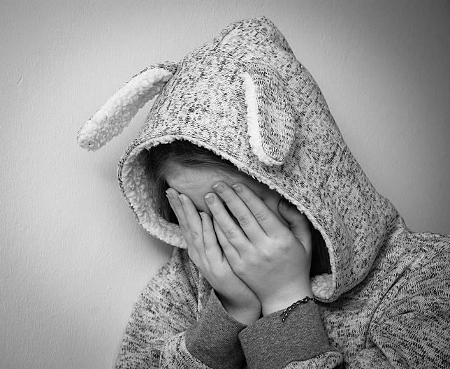 ▲「遲到要親幾下?」補習班主任遭控強吻女童,受害者遍及國小四年級至國中二年級。(圖/pixabay)