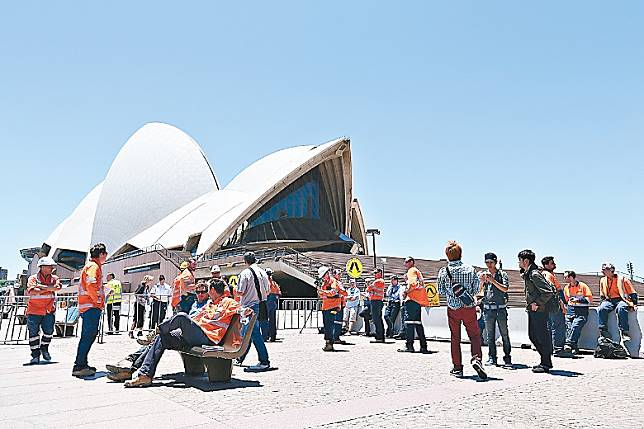 移民顧問指近期有意移民的港人以卅五至五十歲最多,當中不少人選擇澳洲。