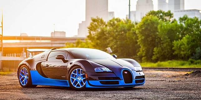 Bugatti Veyron 2005 (MotorBeam)