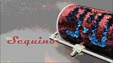 一台使用翻轉亮片顯示的時鐘「Sequino」,延遲長達四分鐘讓你哭笑不得