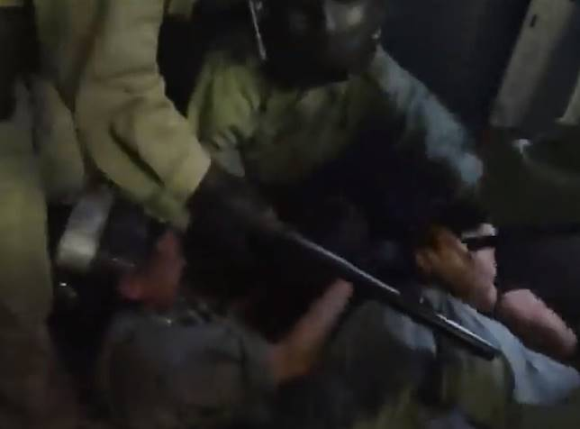 警方拘捕其中1人。無線新聞截圖