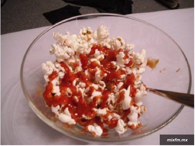 popcorn dan saus sambal