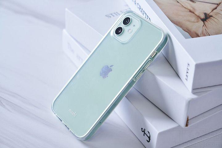 要展現 iPhone 12 的新色,就要選擇 Vitros 超薄透亮保護殼。