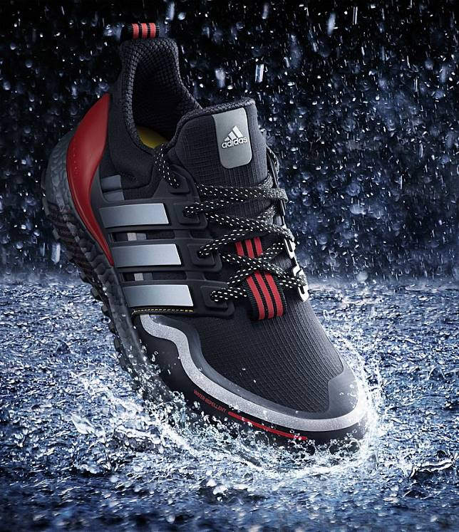 UltraBOOST Guard搭載Continental™耐用橡膠,增加摩擦力達致更佳防滑效果,幫助跑者駕馭濕滑路面。(互聯網)
