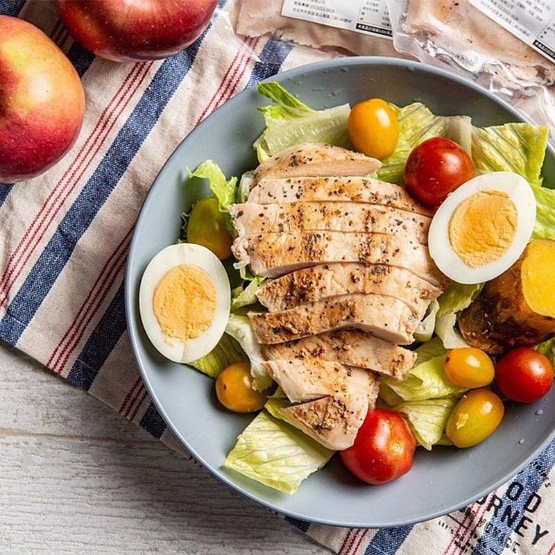 【專為運動族群、上班族、健康飲食所打造的舒肥嫩雞胸肉】 ✔️每包200g大份量最有飽足感 ✔️蛋白質含量高達23.3g(每100g) ✔️減少調味料成分,有效降低熱量 ✔️內部試吃口味評價五顆星,多汁