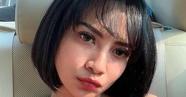 Pose Seksi Vanessa Angel di Pantai, Netizen Salah Fokus ke Dada