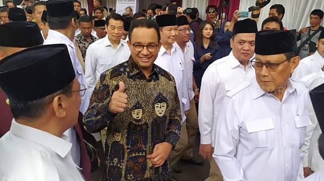 Gubernur DKI Jakarta Anies Baswedan tampak hadir dalam perayaan hari ulang tahun ke-12 Partai Gerindra di DPP Gerindra, Ragunan, Pasar Minggu, Jakarta Selatan, Kamis (6/2/2020). (Suara.com/Tyo)