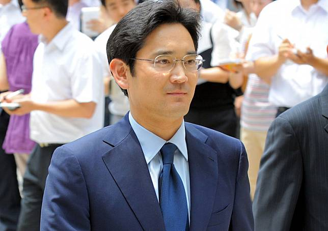 In a file picture taken on July 1, 2008 Jay Y. Lee (formerly Lee Jae-Yong), son of Samsung group chairman Lee Kun-Hee and then a senior vice-president of Samsung Electronics, arrives for his father's trial at a court in Seoul.South Korean prosecutors have requested an arrest warrant against Samsung Group heir Jay Y. Lee, they said on Thursday, in the investigation of a controversial 2015 merger and alleged accounting fraud in a suspected bid to aid his succession plans.