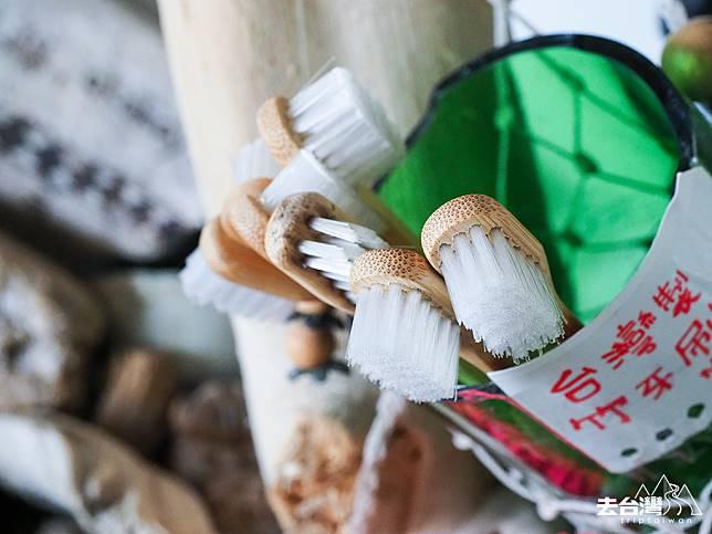 用竹做的牙刷