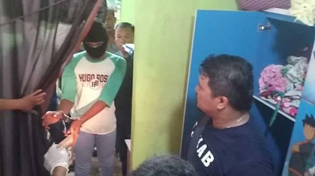 Pelaku pemerkosa dan pembunuh siswi MTs berusia 14 tahun berinisial MNS tewas dalam kamar rumahnya, Kelurahan Pasar baru, Kecamatan Sei Tualang Raso, Tanjung Balai, Sumatera Utara, Sabtu (7/3). [kabar medan]