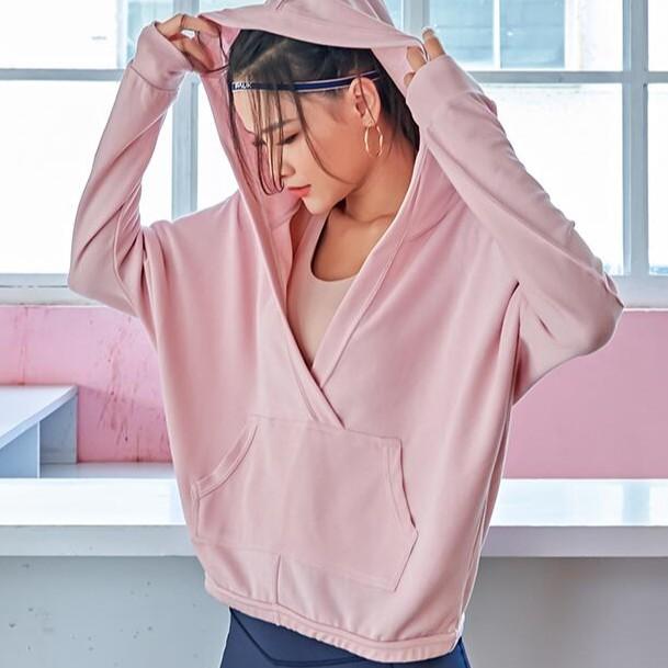 貨號:ASH 產品:運動長袖 面料成分 66%棉,31%滌綸,3%氨綸 尺碼:單位cm M胸圍149 衣長60.5 L胸圍133 衣長62.5 特性: 洗滌方式&貼心提醒:⭐️尺寸皆為手工測量,誤差1