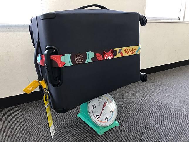 廉航恩物--行李磅一個。