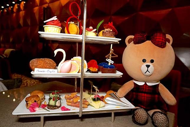 惠顧「英式衣櫥下午茶」可獲贈Phase Eight $100優惠券。此外,首150位客人惠顧「英式衣櫥下午茶」可獲贈品牌的鏡子一塊。