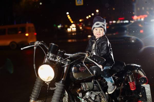 Kursi Bonceng Motor. Amankah bagi Si Kecil?