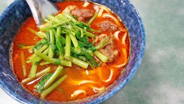 【台北美食】老王紅燒牛肉麵-超過40年老字號微香微辣的美味牛肉麵