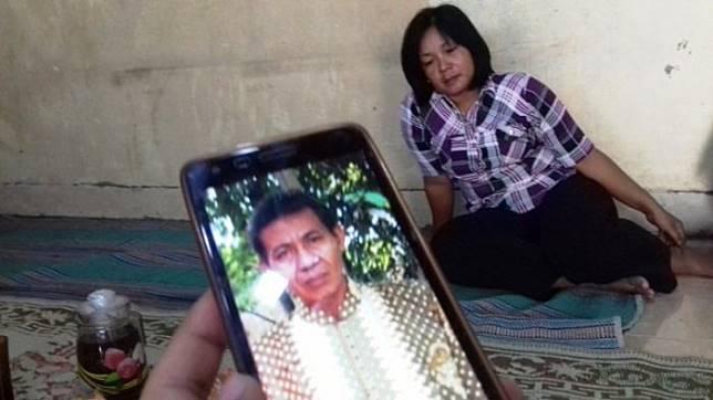 Foto almarhum misdi dan istrinya, Nanik (belakang), di rumah mereka di Sumber, Banjarsari, Solo, Jumat (1/9/2017).