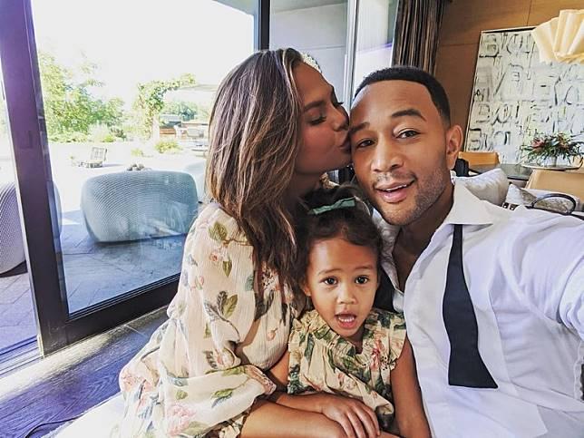 John Legend夫婦與女兒Luna。