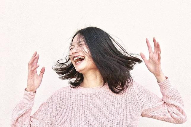 Ilustrasi wanita bahagia. Unsplash.com