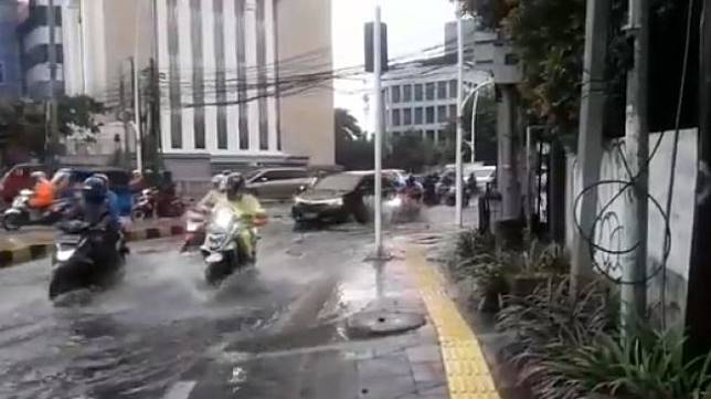 Banjir di Jakarta. (@TMCPoldaMetro)