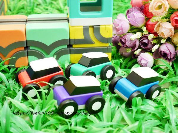 玩具推薦【Qbi 益智磁吸軌道玩具】 同樂組 #慣性齒輪小車 #紐倫堡新創玩具獎 親子同樂的好伙伴,也是暑假不可錯過的益智玩具 (8).JPG