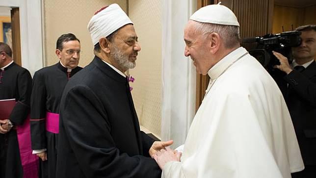 Imam Besar Al-Azhar Bertemu Paus Fransiskus di Vatikan