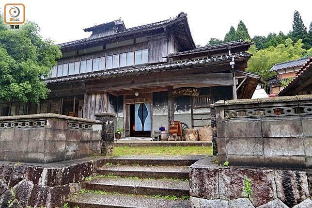 古民家長谷川邸 ゆいの宿是一間已有96年歷史的昭和初期建築,內外均和風味十足。(李家俊攝)