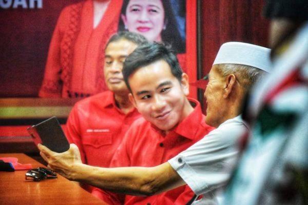 Putra Presiden Joko Widodo, Gibran Rakabuming Raka mendatangi kantor DPD PDI Perjuangan, Semarang, Kamis (12/12)