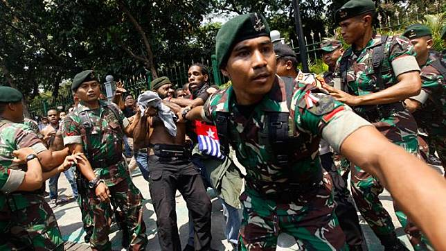 Papuan students staged a protest in front of Merdeka State Palace in Jakarta, August 22, 2019. Hundreds of Papuans staged a peaceful protest in the Indonesian capital of Jakarta on Thursday, August 22, 2019, demanding self-determination for West-Papua after the detention of Papuan students in East Java stoked accusations of racism. TEMPO/Subekti
