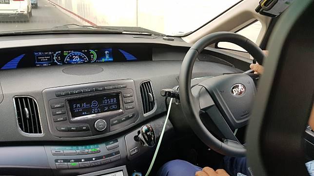 Cerita Sopir Taksi Blue Bird Lebih Enak Nyetir Mobil Listrik Gridoto Line Today