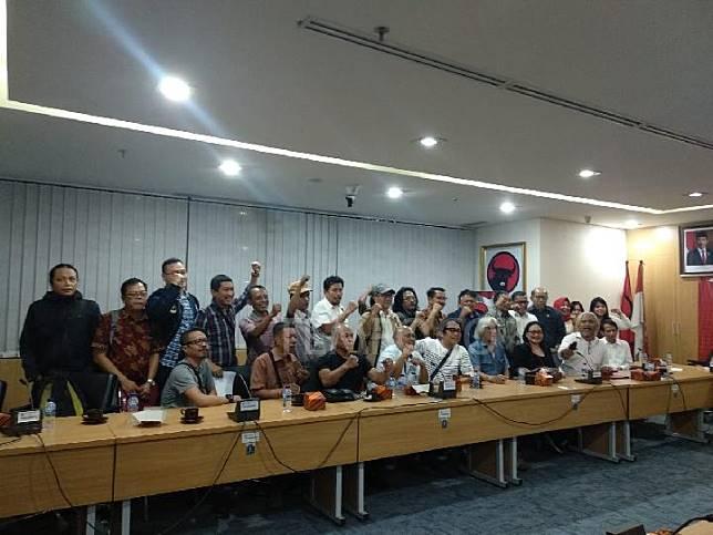 Para seniman Taman Ismail Marzuki (TIM) menemui Fraksi PDIP DPRD DKI di Gedung DPRD, Jakarta Pusat, Rabu, 27 November 2019. TEMPO/Lani Diana