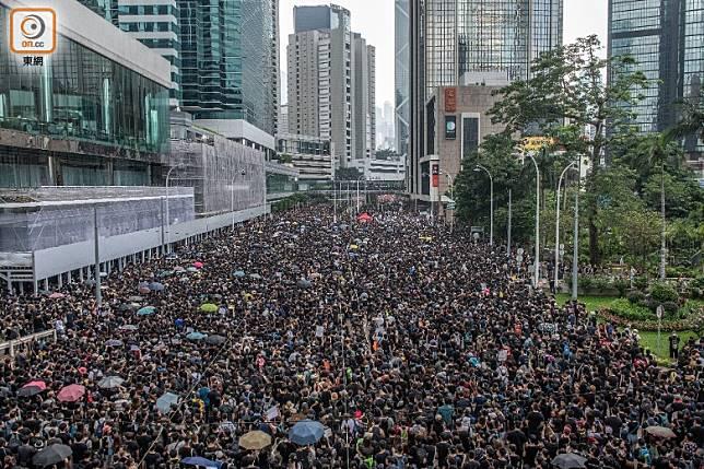 近月本港社會紛爭不斷,令不少人感到憂慮。
