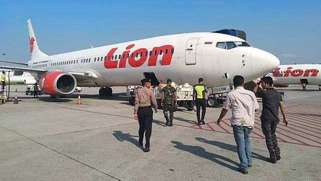 Aksi pencurian uang milik penumpang pesawat terbang