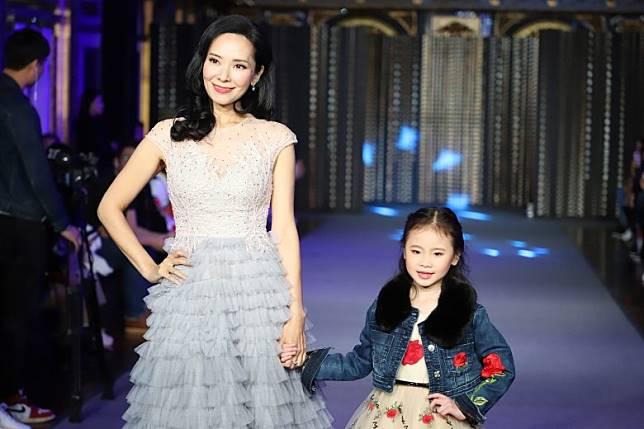 郭羨妮出席兒童時裝周。