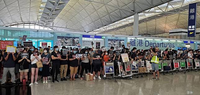 有網民發起周六至周日堵塞來往機場交通的行動。資料圖片