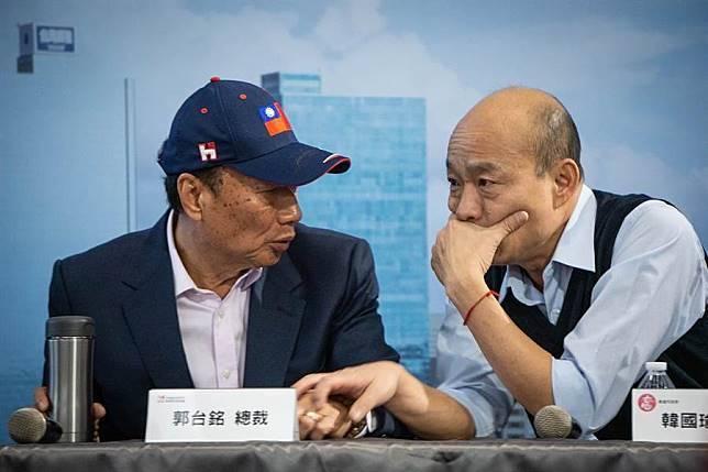韓國瑜(右)與郭台銘。(本報資料照片)