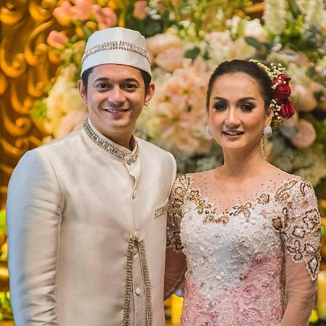 10 Baju Pernikahan Tradisional Yang Dipilih Oleh Seleb Pria
