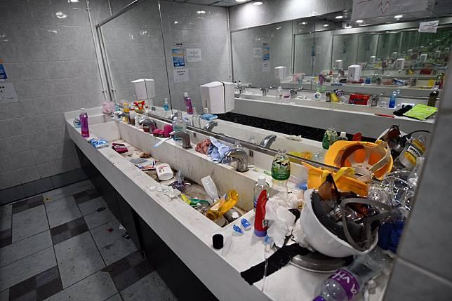 洗手間骯髒。