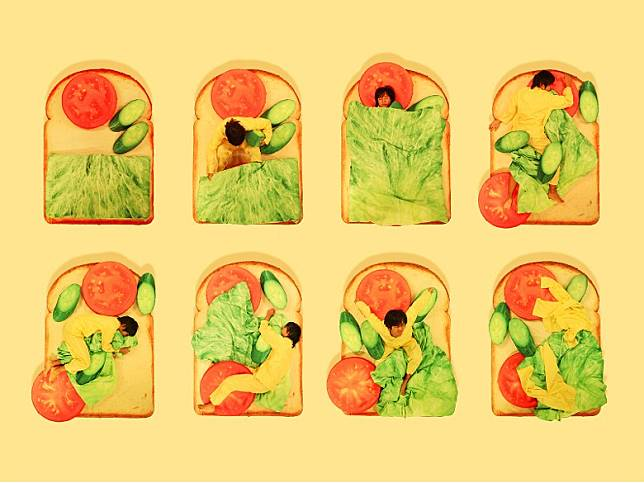 生菜棉被、番茄枕頭、青瓜攬枕,十足一件健康又有營養的多士。(互聯網)