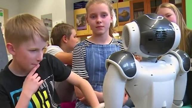 ฟินแลนด์ใช้หุ่นยนต์ฮิวแมนนอยด์