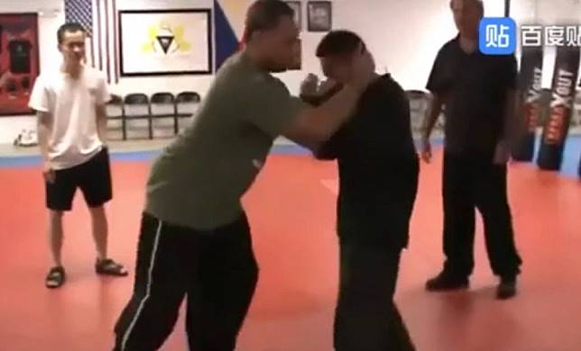 Kung fu fail as Muay Thai practitioner makes mockery of master's pressure point techniques