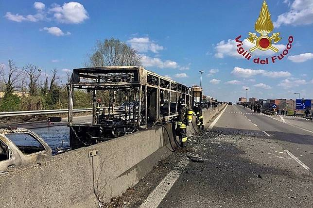51 Siswa Lolos dari Maut dari Bus Sekolah yang Dibakar Pengemudinya