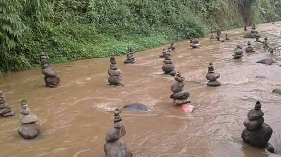 Batu bersusun di sungai Cidahu Sukabumi Jawa Barat