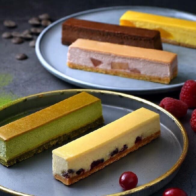 檸檬蔓越莓2條/巧克力2條抹茶2條/芒果2條/野莓2條有別於一般圓型乳酪蛋糕製成的完美比例,不僅能優雅又方便的食用,更將熱量控制在每條132-177卡路里,當成飯後甜點或一個下午茶小點心,絕對再適合不