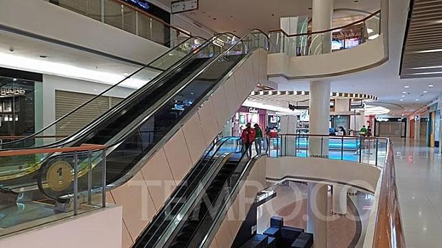 Suasana sepi di Mall Ciputra Cibubur, Kota Bekasi, Jawa Barat, Jumat, 22 Mei 2020. Imbas dari tutupnya toko-toko di luar ritel dan makanan, pengunjung mal terlihat sepi menjelang Idul Fitri. Tempo/Bintari Rahmanita