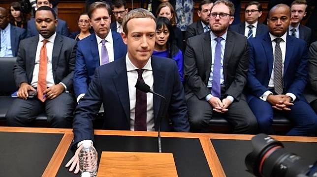 CEO Facebook, Mark Zuckerberg saat menghadiri dengar pendapat dengan anggota Kongres AS, Rabu (23/10/2019). [AFP/Mandel Ngan]