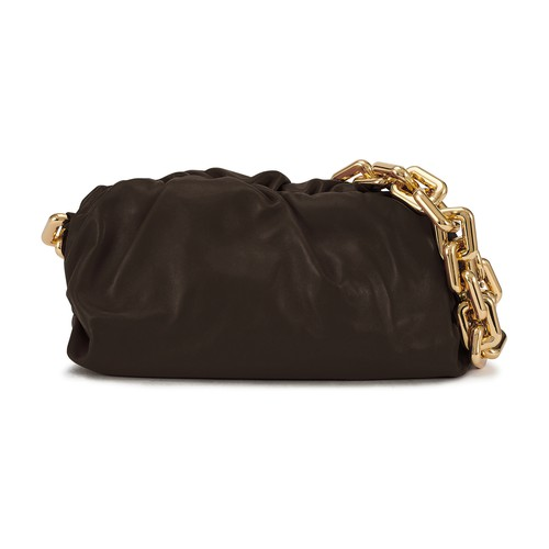 With The Chain Pouch bag, Bottega Veneta has designed a purse-shaped leather piece to be worn on the