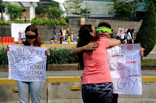 Love wins: A passerby hugs an activist campaigning for the rights of lesbian, gay, bisexual and transgender (LGBT) people during Car Free Day in Jakarta on June 16, 2019.